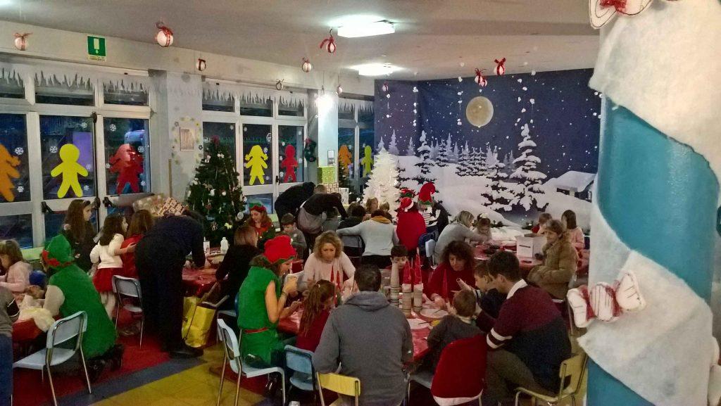 Lavoretti in corso nella Piccola Fabbrica di Babbo Natale